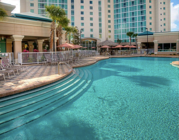 Crowne Plaza Pool
